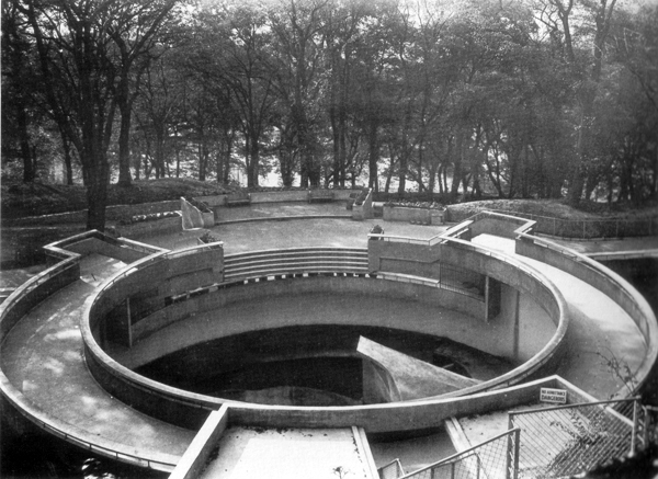 Berthold Lubetkin & Tecton polar bear pit, Dudly Zoo, ca. 1936